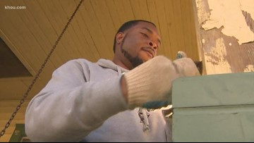 Teen volunteers spend their MLK Day helping elderly woman repair Second Ward home