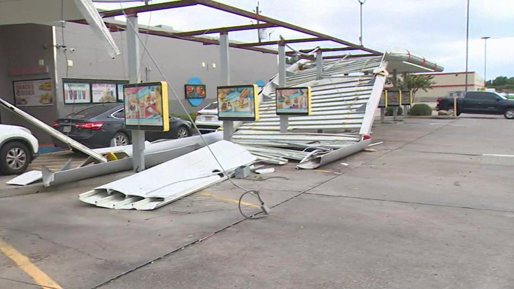 Sonic in Lake Jackson feeds  steady stream of customers despite damage from Nicholas