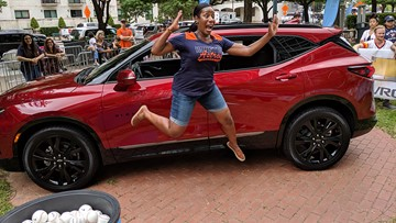 Excited Ellen fans win BIG prizes before Astros game at Minute Maid Park