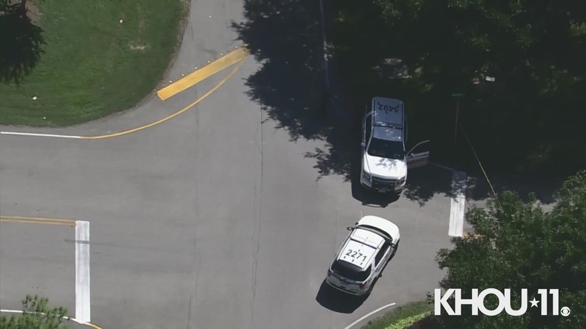 HCSO investigating double shooting at apartments in north Harris County