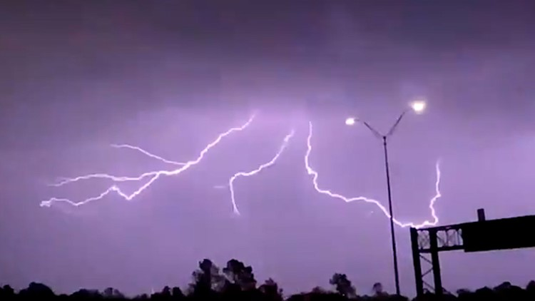 Lightning show in Houston as line of storms blasts through | Raw slow-motion video