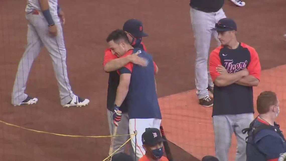 Former Astros manager AJ Hinch gets warm welcome from players, fans at Minute Maid