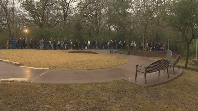 People Wait In Line To Visit President Bush S Grave Site In College