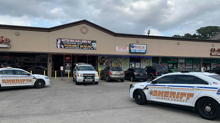 One shot when robbery suspects open fire in northside medical clinic, HCSO says