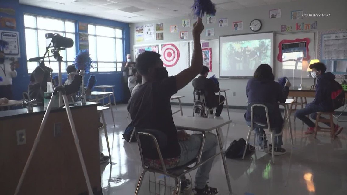 Westbury HS students watch fellow grad NASA astronaut Shannon Walker become first native Houstonian to command ISS