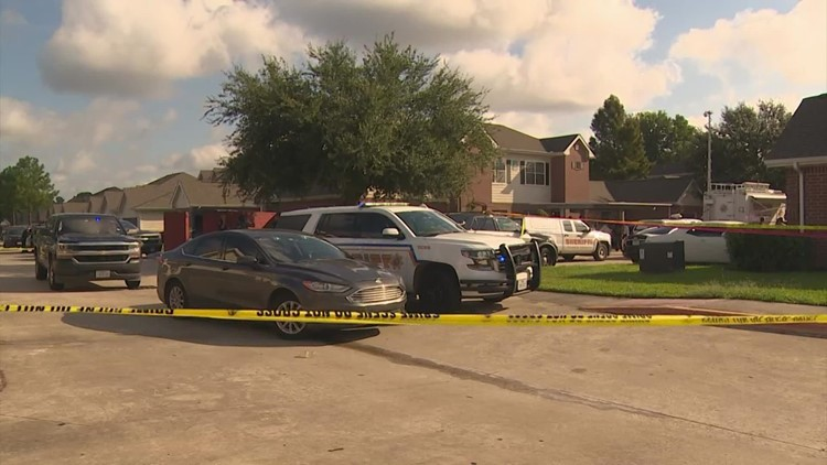 1 HPD officer shot to death, another injured during confrontation with suspect