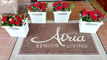 'Thinking of you': Anonymous donor sends flowers to every resident at senior living home