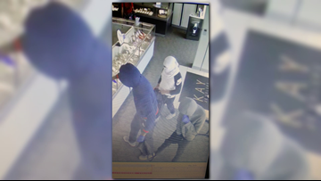 Baytown jewelry store smash-and-grab robbers still on the run