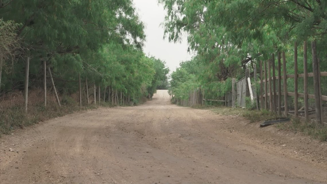 Family fights to keep land along US-Mexico border