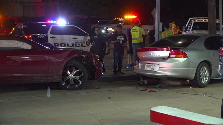 3 cars hit in crash in southwest Houston