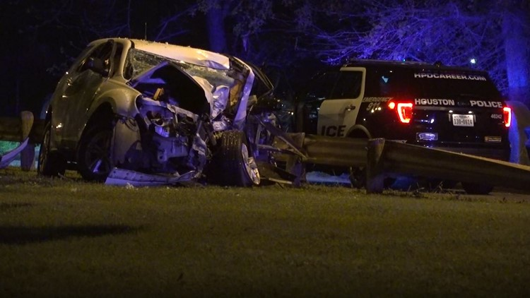 Man, woman dead after car crashes into tree N  Harris Co