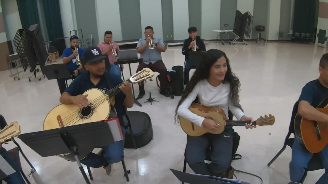 Move over marching bands, the UH Mariachi Pumas are in town!