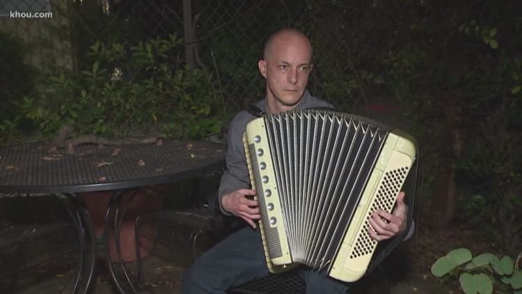 Street musician sues city of Houston to play for tips