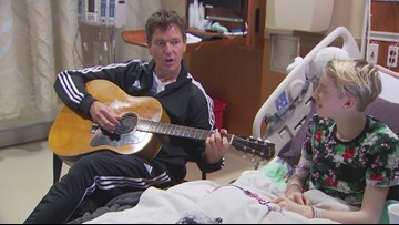 Third Eye Blind singer takes a break from ACL to visit patients at Austin hospital