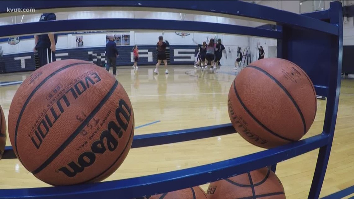Texas School for the Deaf girls basketball team goes undefeated