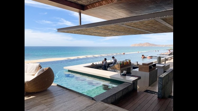 The Swim-up bar at The Solaz in Los Cabos. (Photo by Melanie Lieberman / The Points Guy)