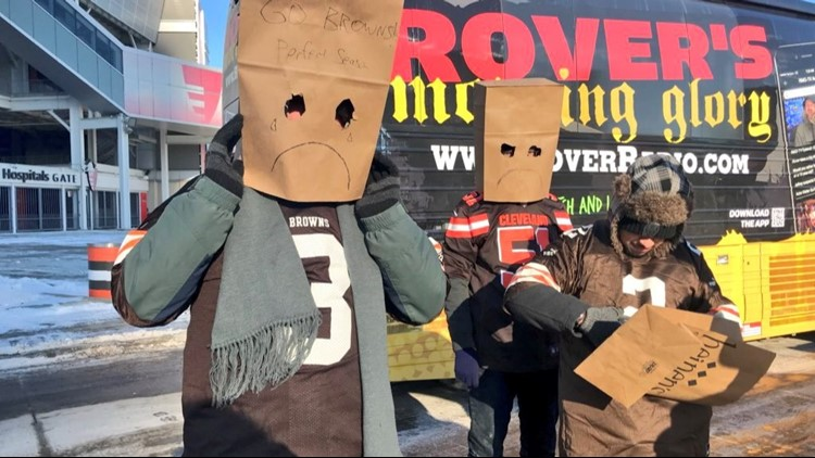 Thousands of Cleveland Browns fans protest 0-16 season with 'Perfect Season Parade, 2.0'
