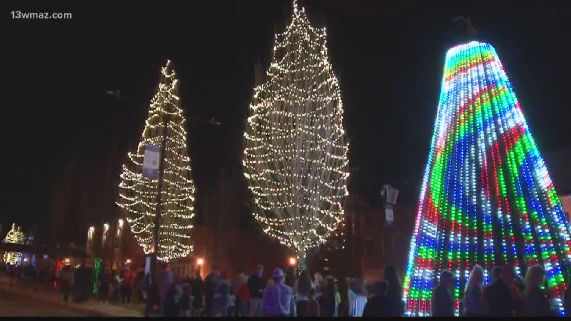 Dallas Cowboy Cheerleaders Christmas Extravaganza 2020 Macon says goodbye to Christmas lights display | khou.com