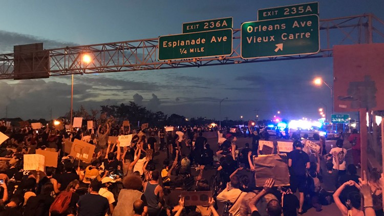 Massive protest on I-10 in New Orleans remains peaceful, no arrests made; police take knee in solidarity